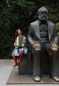 FotoTheaWeires_Annika_von_Trier_Marx
